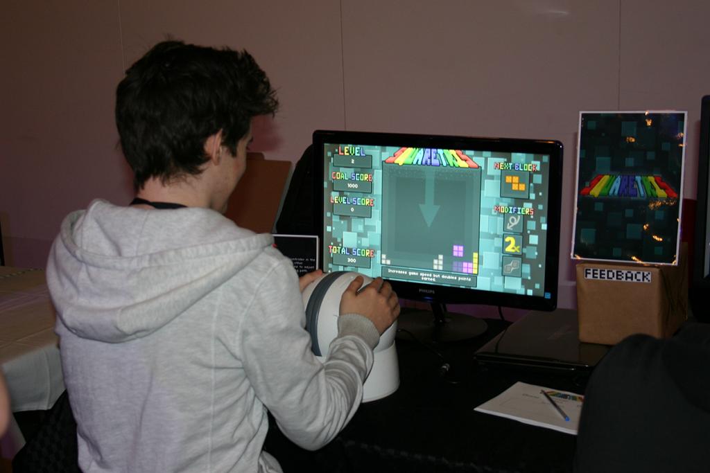 playing_sqr2